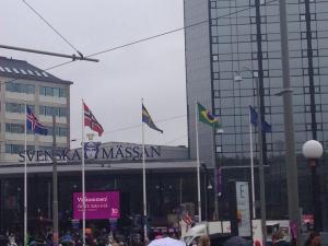 Nossa Bandeira na entrada da feira